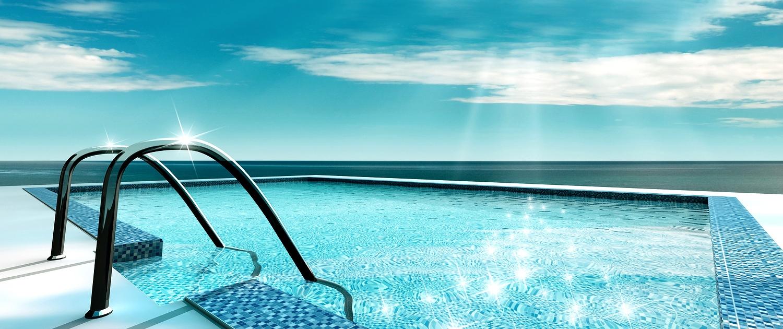 Pool i solskin