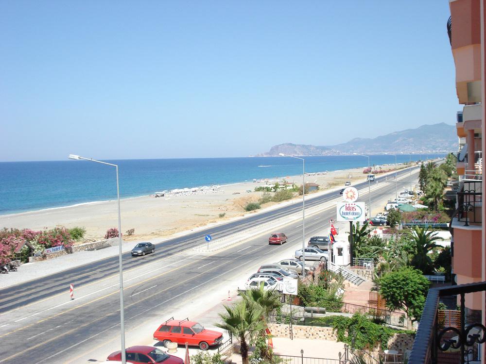 Den lange smukke strandbred ved Mahmutlar