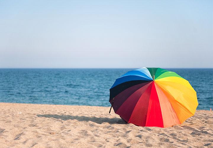 Solparasol på stranden i Alanya Tyrkiet